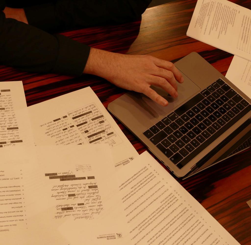 Texte werden von Experten auf sechs verschiedenen Ebenen wissenschaftlich überprüft - dies schafft ein sprachliches Profil