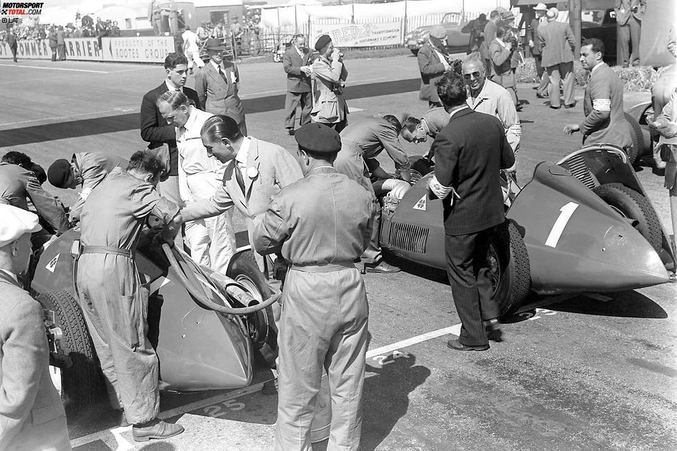 Das erste Signal für die Formel 1: Die begehrte Nummer 1 trägt Juan Manuel Fangio im ersten Rennen in der Geschichte der Weltmeisterschaft in Silverstone im Auto. Er fährt im Alfa Romeo 158, dem erfolgreichsten Auto in der ersten Saison der Formel 1.