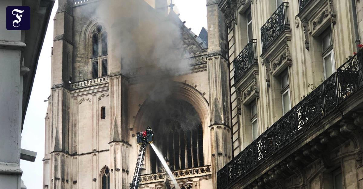 Photo of Eine andere Kirche brennt – Frankreich ist wütend