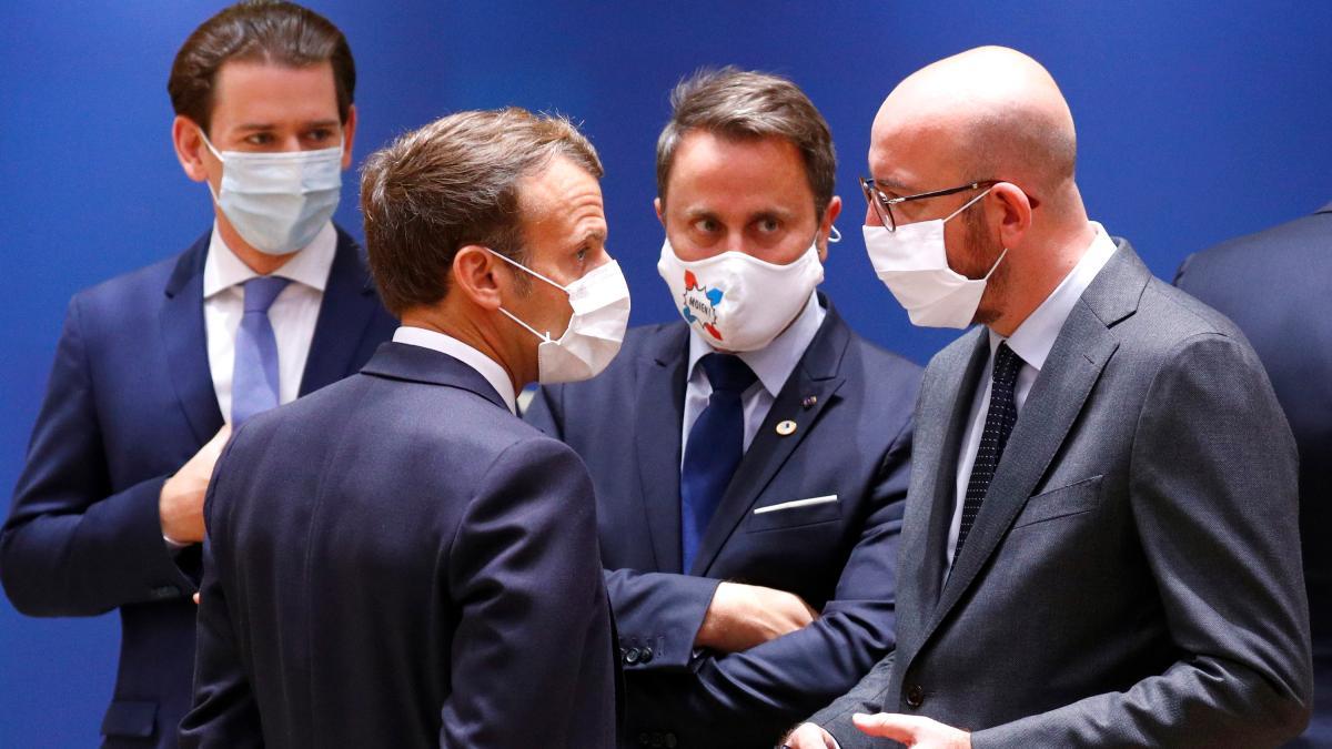 EU-Gipfel: Macron wirft seinen Kragen über Kurz - das sind die Konflikte