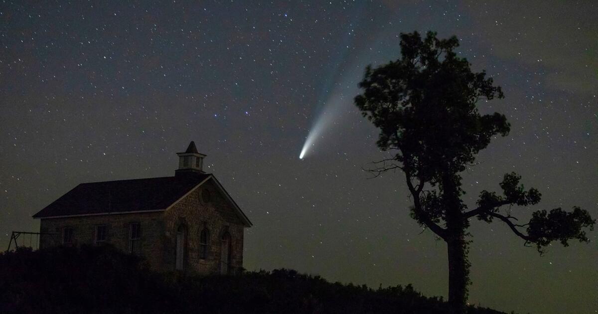 In der Nähe der Erde: Neotismus des Kometen mit bloßem Auge sichtbar