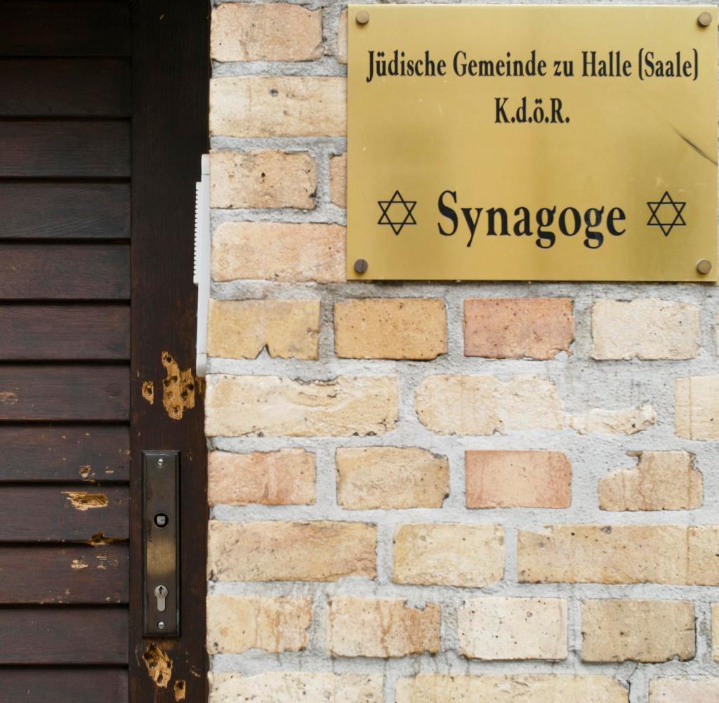 Rettungstür: Sie hat verhindert, dass Blut in die Synagoge fließt - Einschusslöcher sind noch heute sichtbar