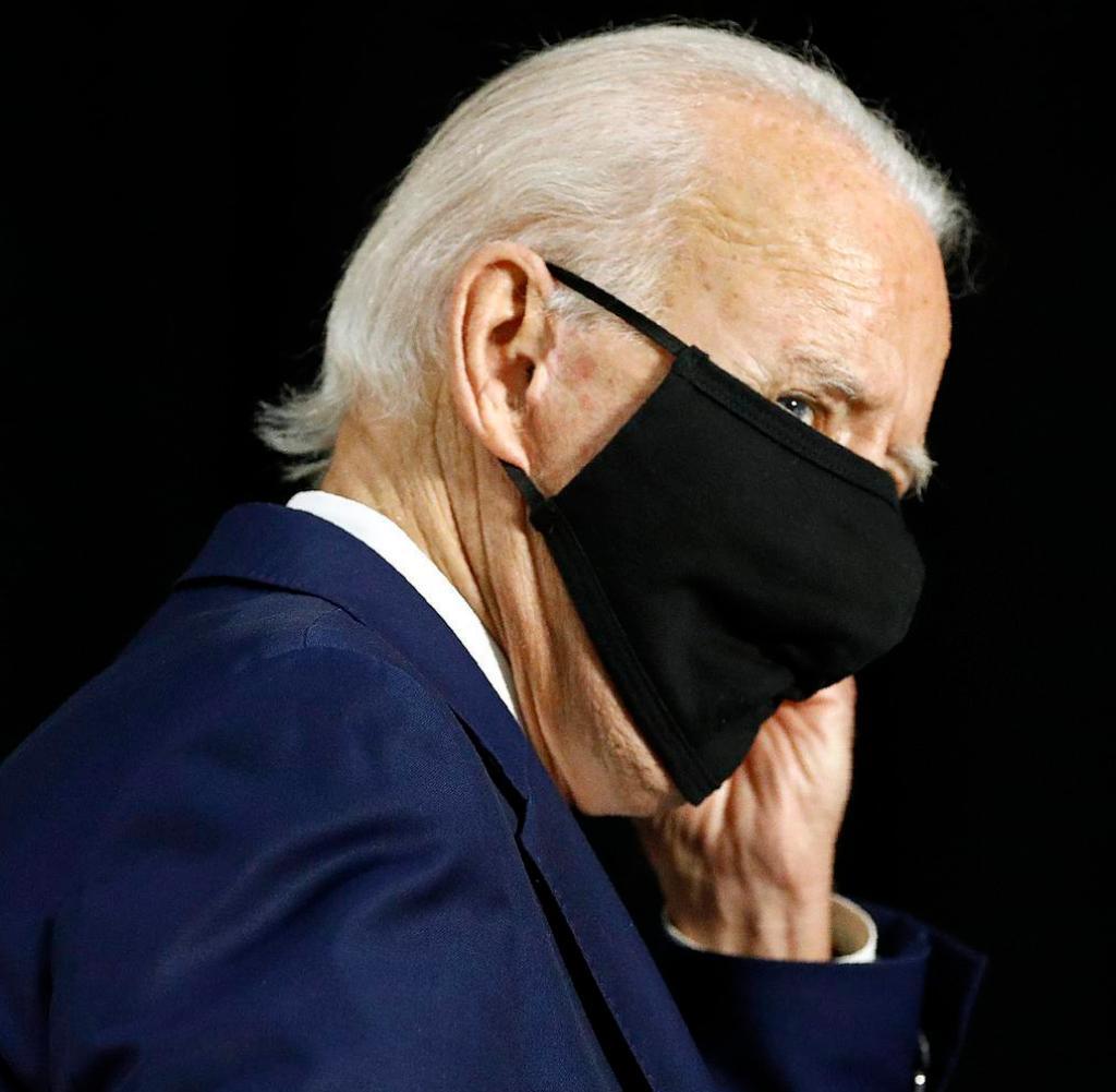 Joe Biden kämpft nur mit einer Maske