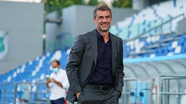 Paolo Maldini hat ein gutes Lachen: Der Mailänder Sportdirektor sollte Rangnick Platz machen - jetzt bleibt er.  (Quelle: imago / LaPresse-Bilder)
