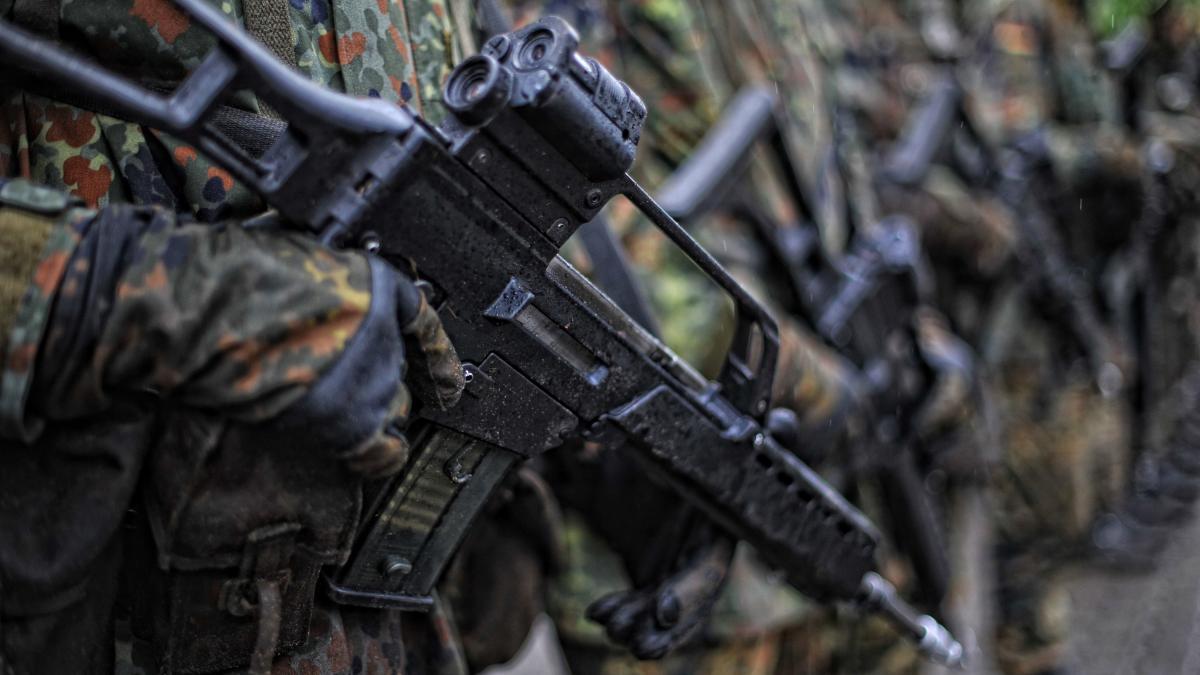 Photo of Das Verteidigungsministerium untersucht die Vorwürfe gegen den Social-Media-Chef der Bundeswehr