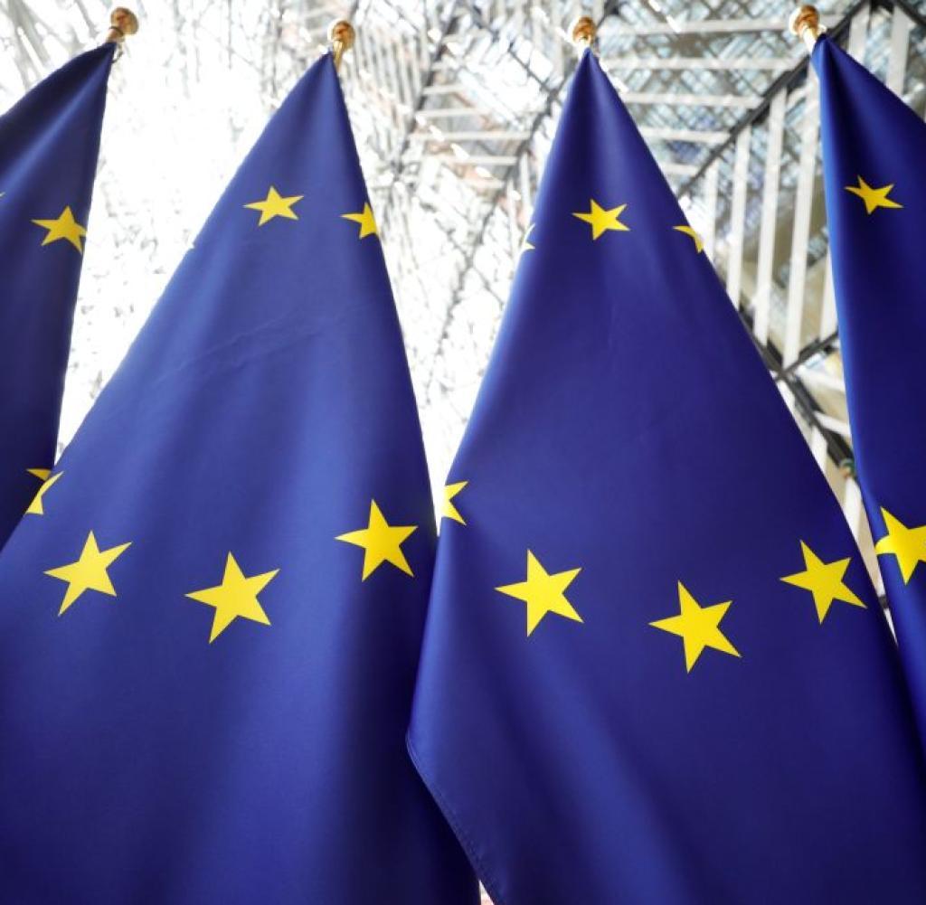 Europäische Flaggen werden fotografiert, als die Staats- und Regierungschefs der Europäischen Union am 2. Juli 2019 zum dritten Tag in Folge zu einem Gipfeltreffen in Brüssel eintreffen, um Gespräche zu führen, die darauf abzielen, neue Energiekämpfe zu zerstören, um die Spitzenplätze des Blocks zu besetzen.  (Foto von GEOFFROY VAN DER HASSELT / AFP) (Foto von GEOFFROY VAN DER HASSELT / AFP über Getty Images)