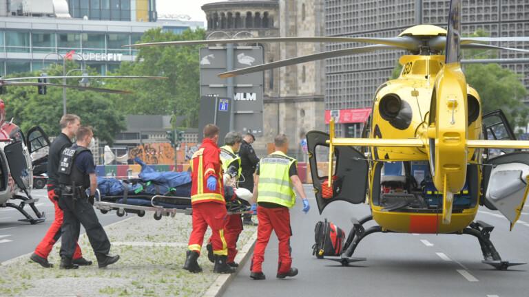 Eine verletzte Person wurde zum Rettungshubschrauber geschickt (Foto: Spreepicture)