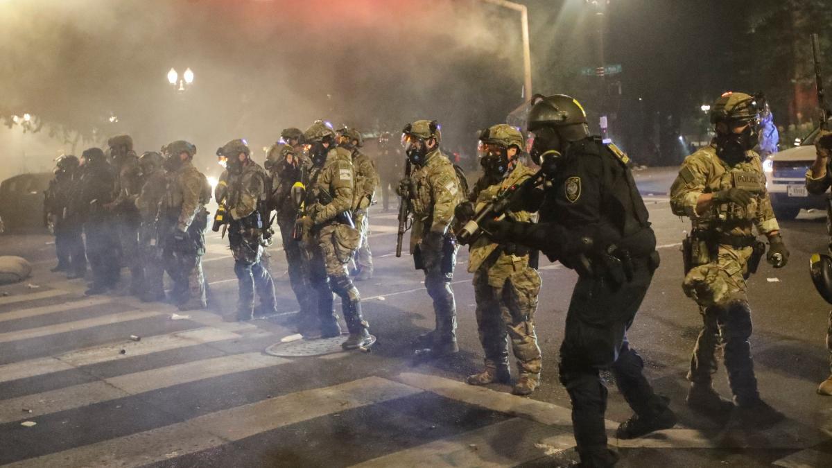 USA: Proteste eskalieren - Milizen, Brandstifter und tödliche Schießereien
