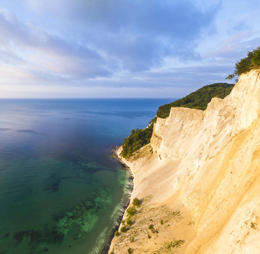Dänemark: Auf 128 Metern Höhe ragen Schaumfelsen auf der Ostseeinsel Mön 10 Meter über Königsstuhl empor