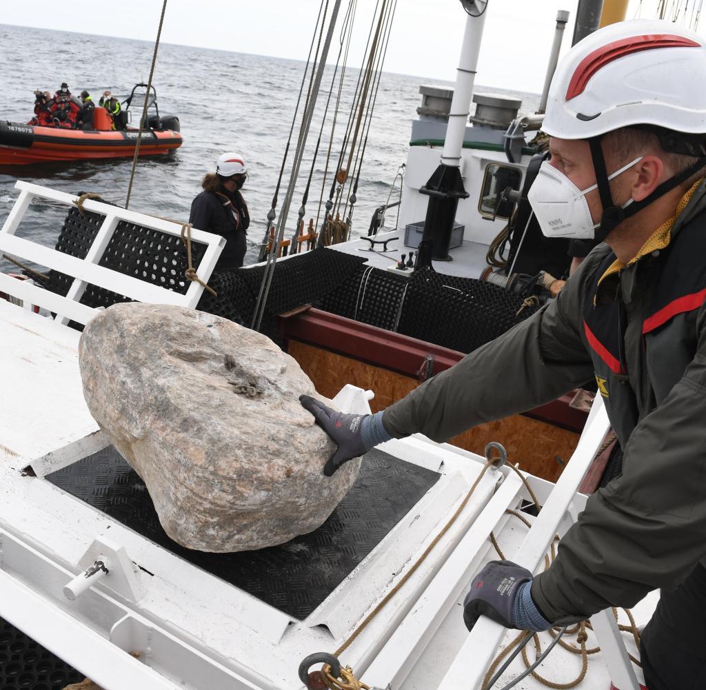 Ein Stein wird zum Gießen vorbereitet