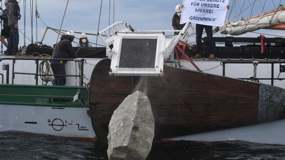 Photo of Rügen: Greenpeace versenkt trotz des Verbots weiterhin Steine ins Meer