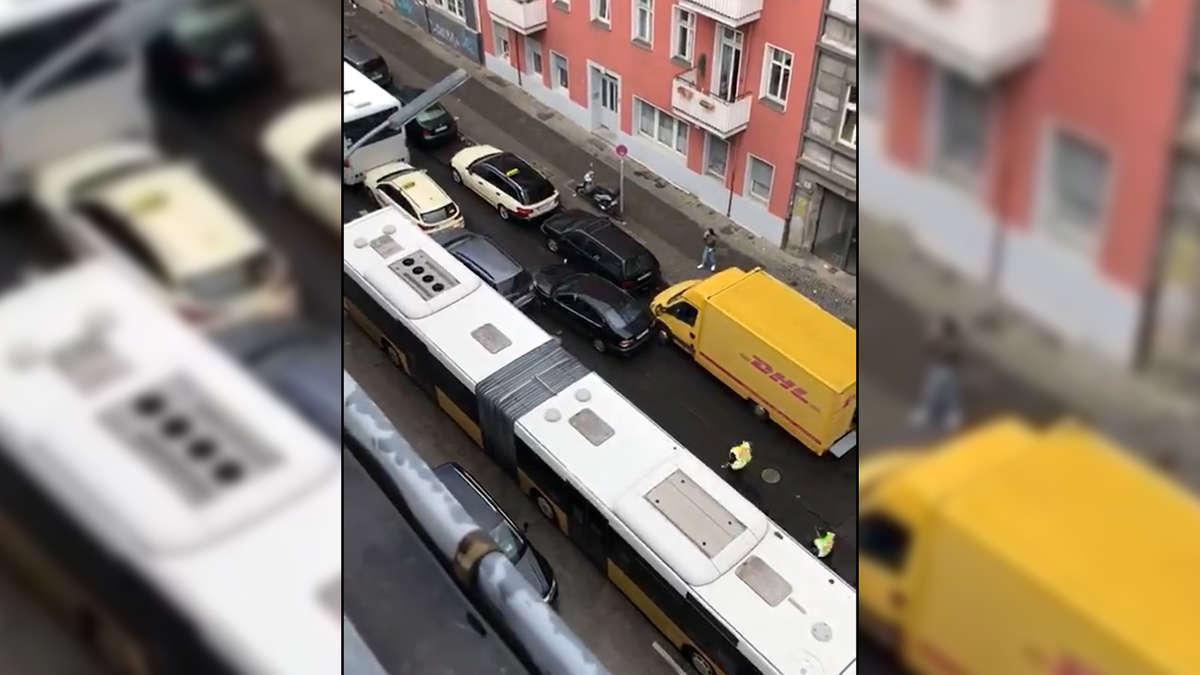 """Photo of Berlin: Polizeikontrolle völlig außer Kontrolle – Beamte schießen und rufen: """"Hände, du …"""""""