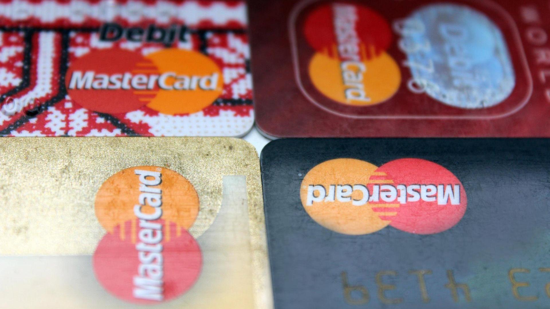 Photo of Commerzbank: Tausende Kreditkarten wurden offenbar gehackt