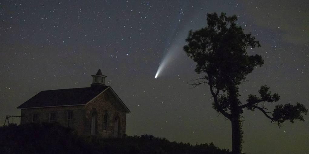 Neowise den Kometen am Nachthimmel über dem Bundesstaat Kansas. Foto: Travis Heying / Wichita Eagle / AP / dpa (Foto: dpa) Foto: Travis Heying / Wichita Eagle / AP / dpa