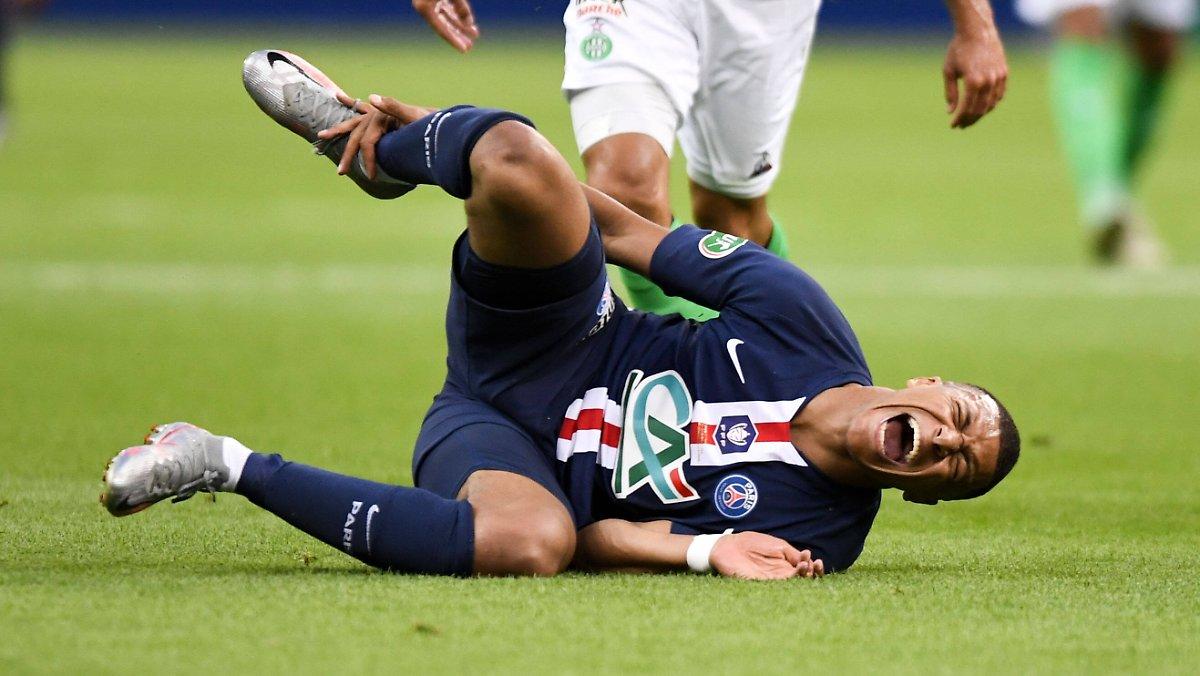 Photo of Der Sieg im Finale wurde teuer bezahlt: Brutales Foul verdirbt die Zufriedenheit von Tuchels PSG-Pokal