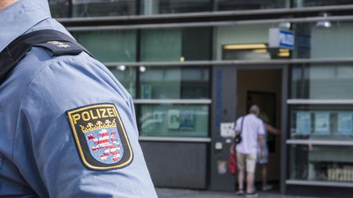 """Ehepaar, das verdächtigt wird, wegen """"NSU 2.0"""" -E-Mail verhaftet worden zu sein"""