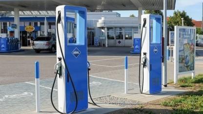 Photo of Elektroautos: Aral baut an 30 Tankstellen Schnellladestationen