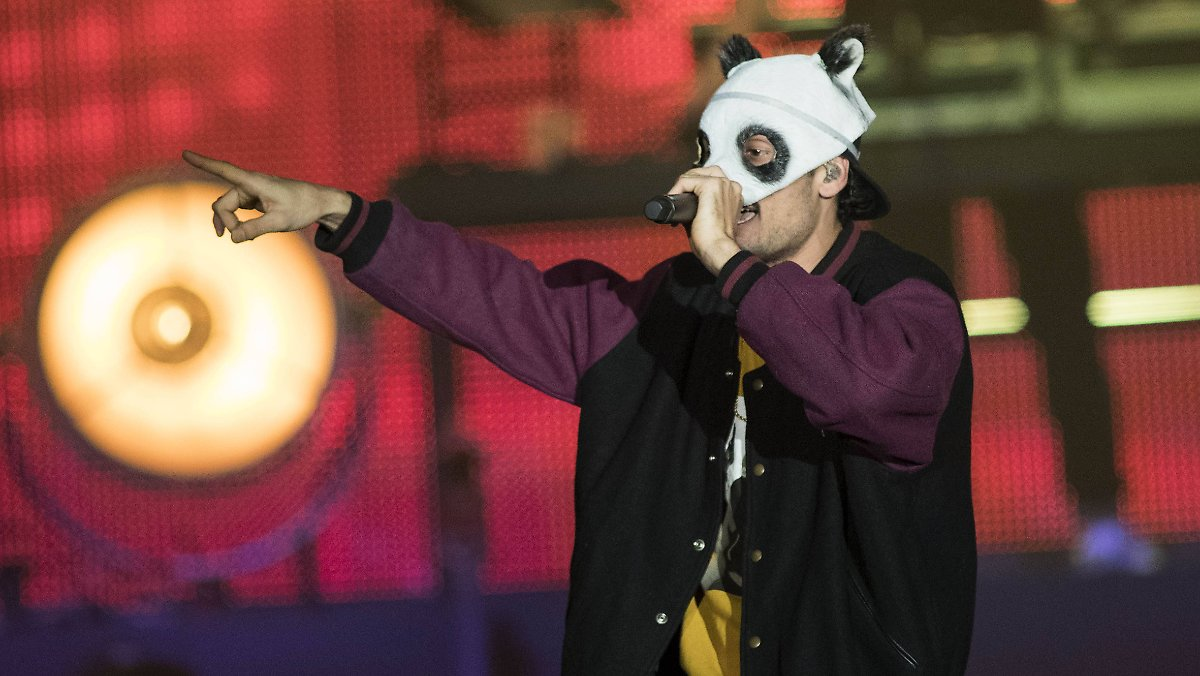 Photo of Karriereende oder Neuanfang?: Rapper Cro vergräbt seine Panda-Maske