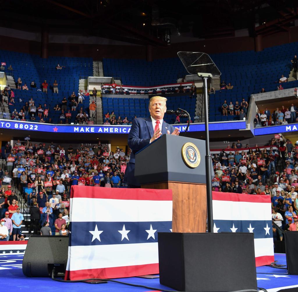 Viele offene Stellen: Nur 6.200 Menschen kamen zu Trumps Präsentation in Tulsa, Oklahoma