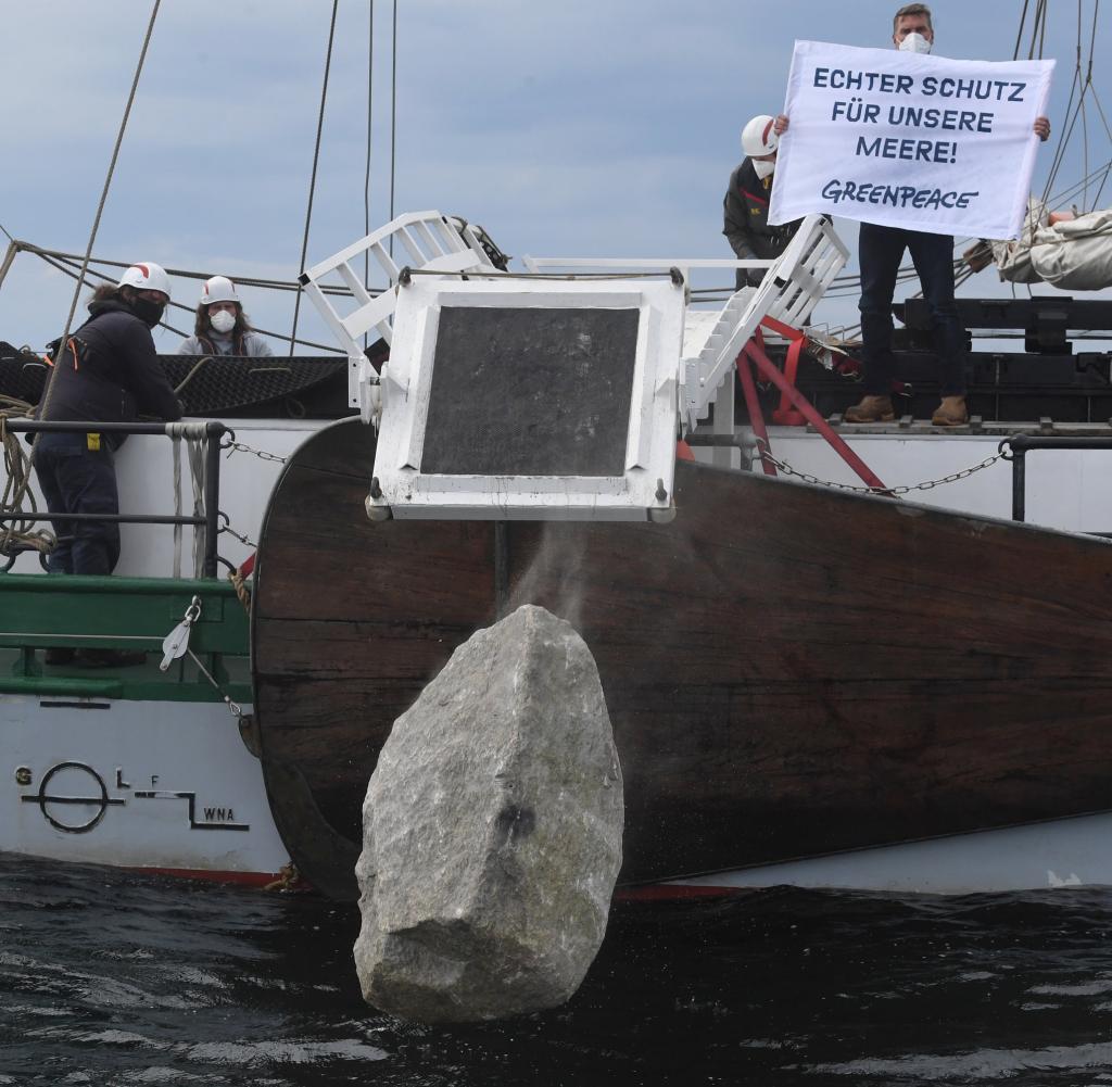 Greenpeace-Aktivisten im Einsatz gegen Rügen