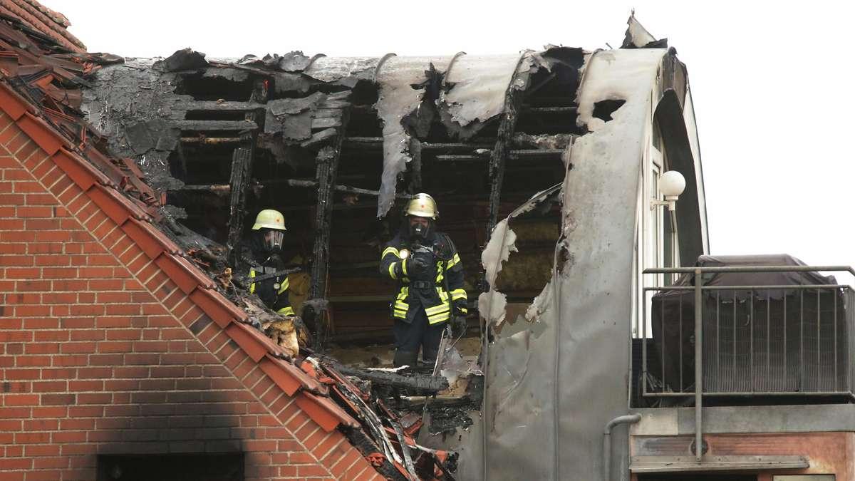 Tragödie in Wesel, Nordrhein-Westfalen: Ultraleichtflugzeug stürzt in ein Haus - zwei sterben