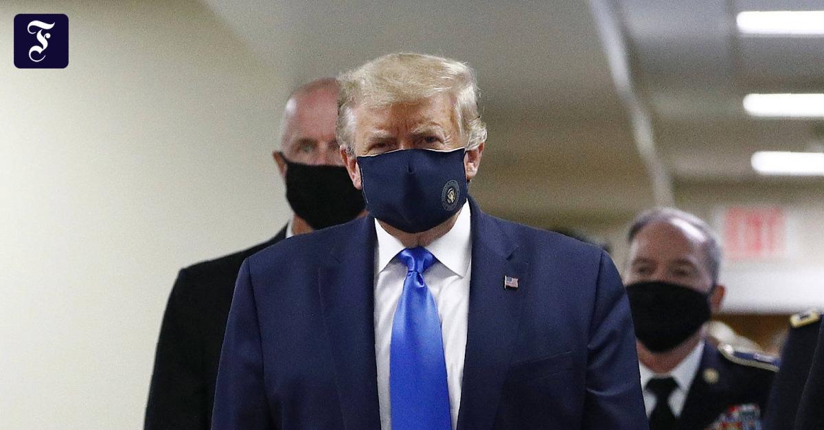 Photo of Trump trägt eine Maske, wenn er ein Militärkrankenhaus besucht