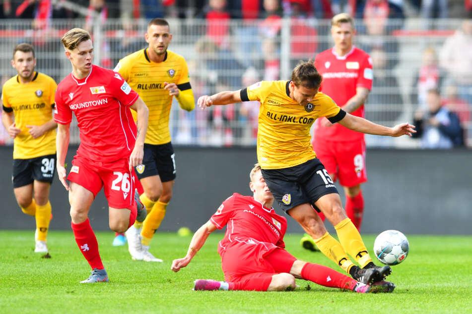 Julius Kade (vorne links) wird nur in Freundschaftsspielen für Union eingesetzt. Auch beim 1: 1-Unentschieden am 10. Oktober 2019 gegen Dynamo Dresden war er auf dem Feld und hinterließ offenbar einen Eindruck.