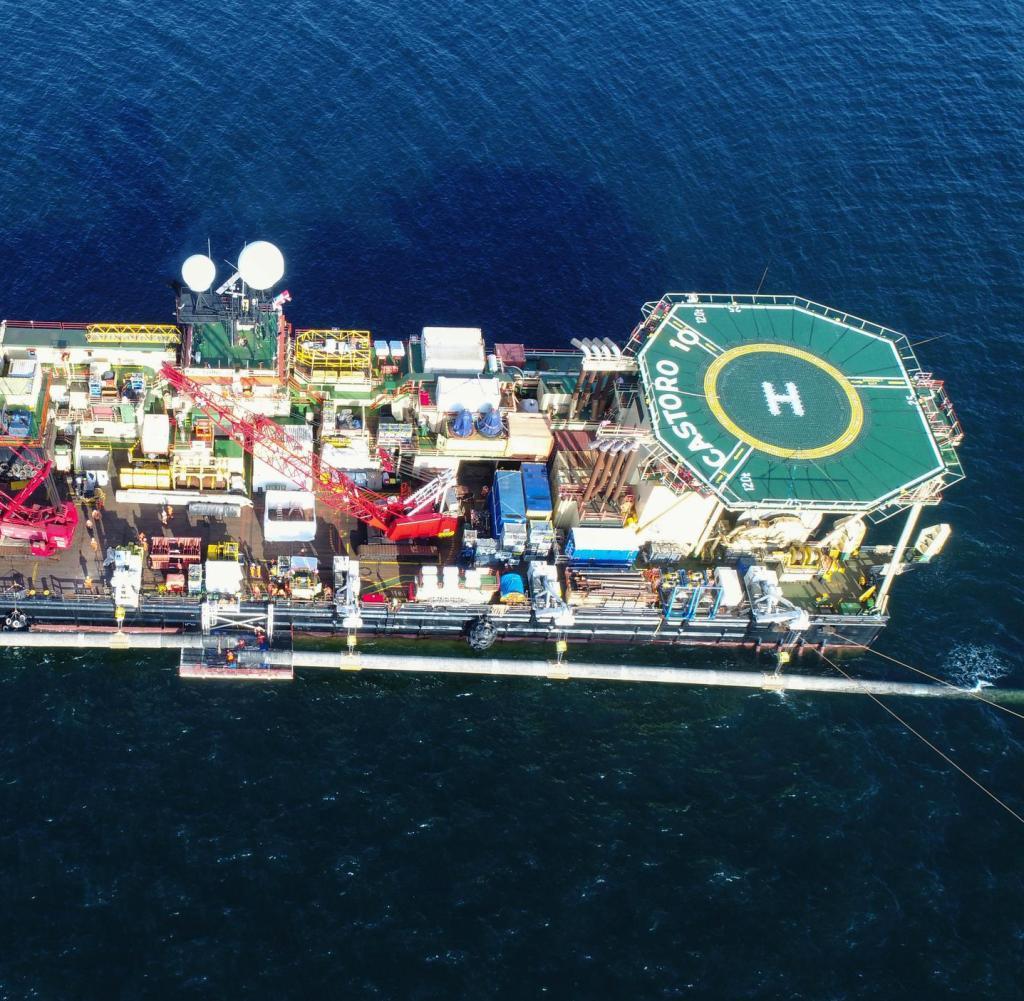 Plattform auf der Castoro 10-Pipeline, die das Schiff an die Südostspitze der Insel Rügen bringt