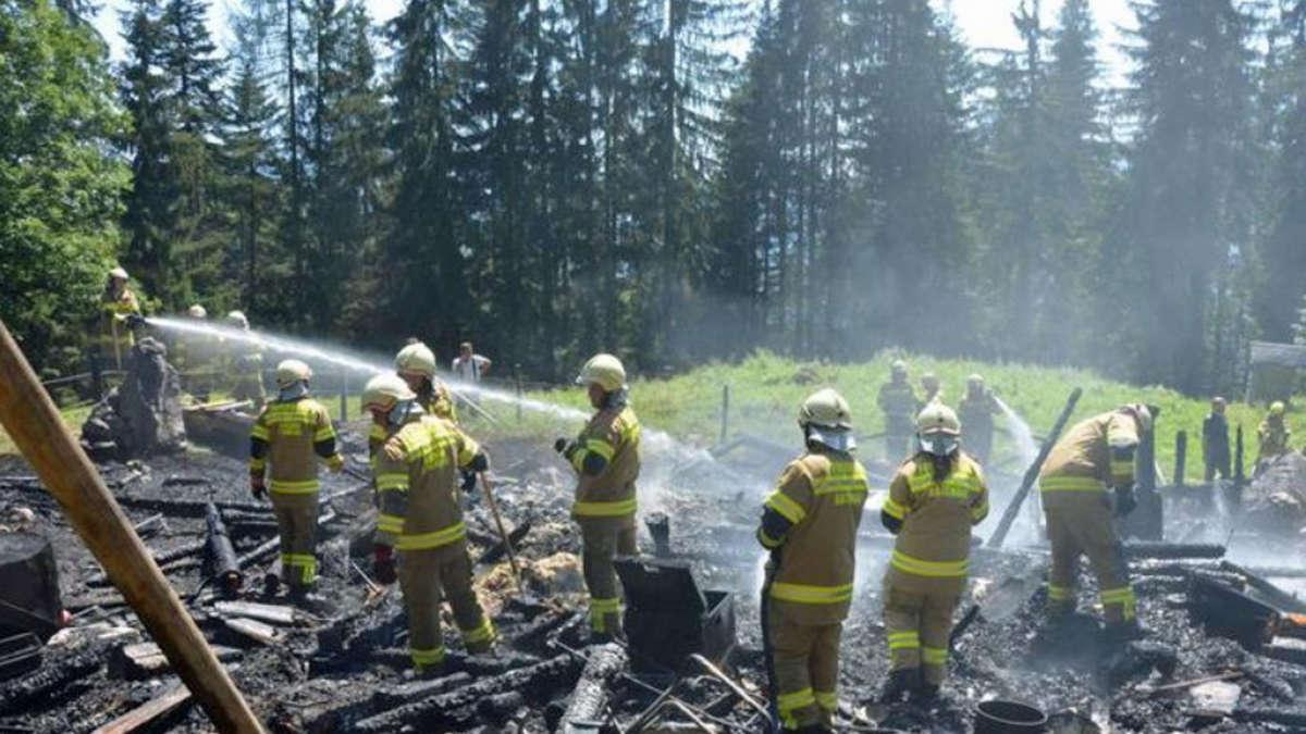 Salzburg / Abtenau: Alpenhütte von deutschen Urlaubern verbrannt