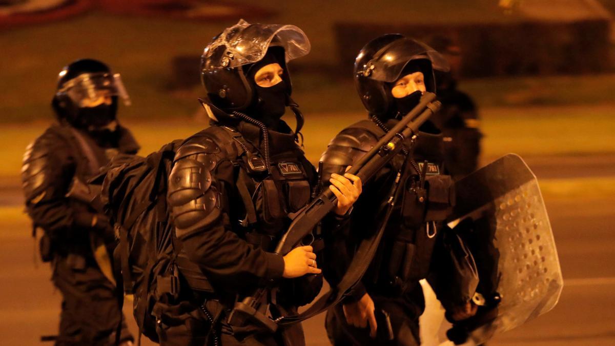 Photo of Gewalt in Belarus wählen: Die massive Polizeipräsenz hatte ihren Preis