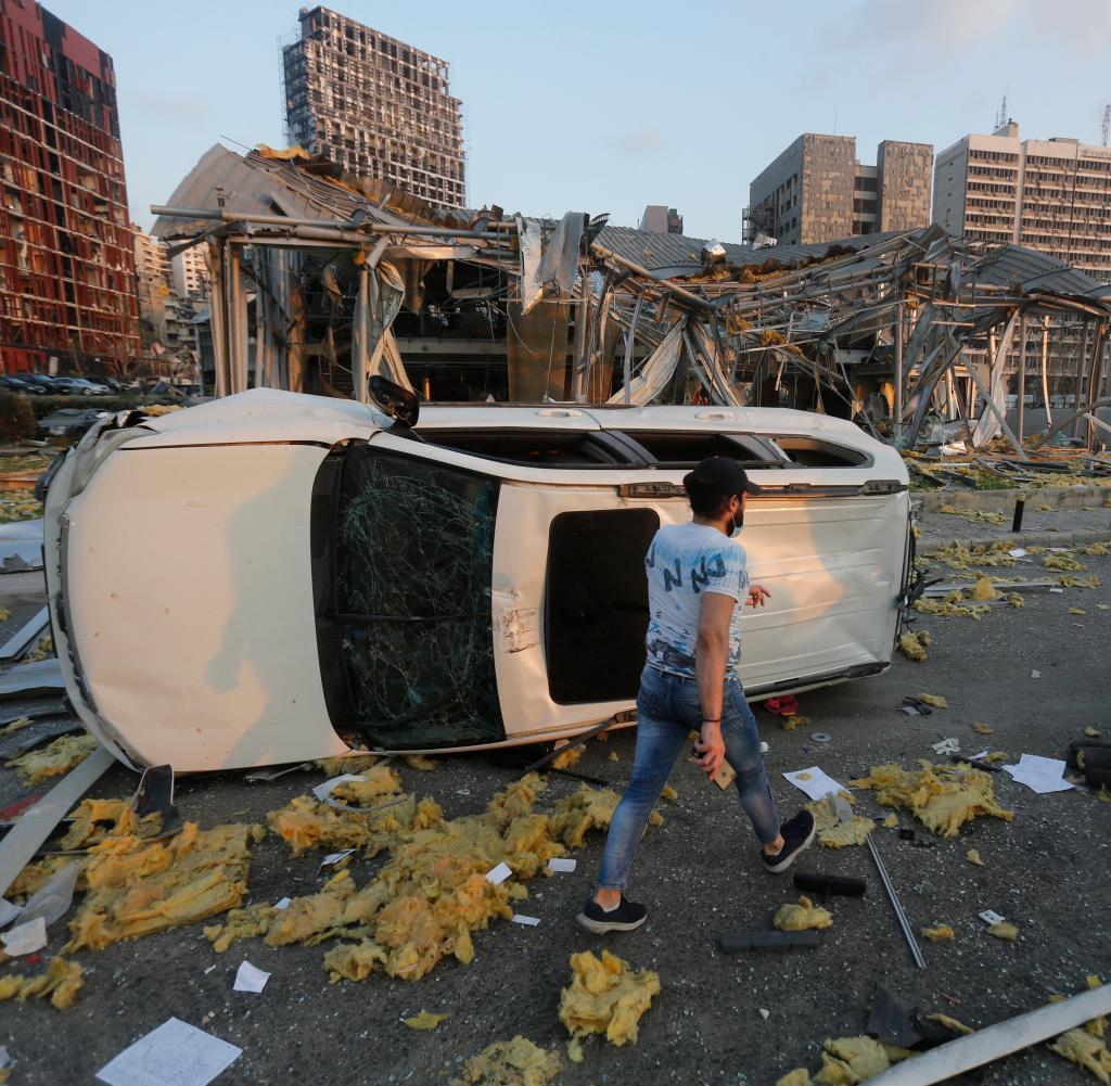 Die Explosion zerstörte alle Straßen in der Stadt