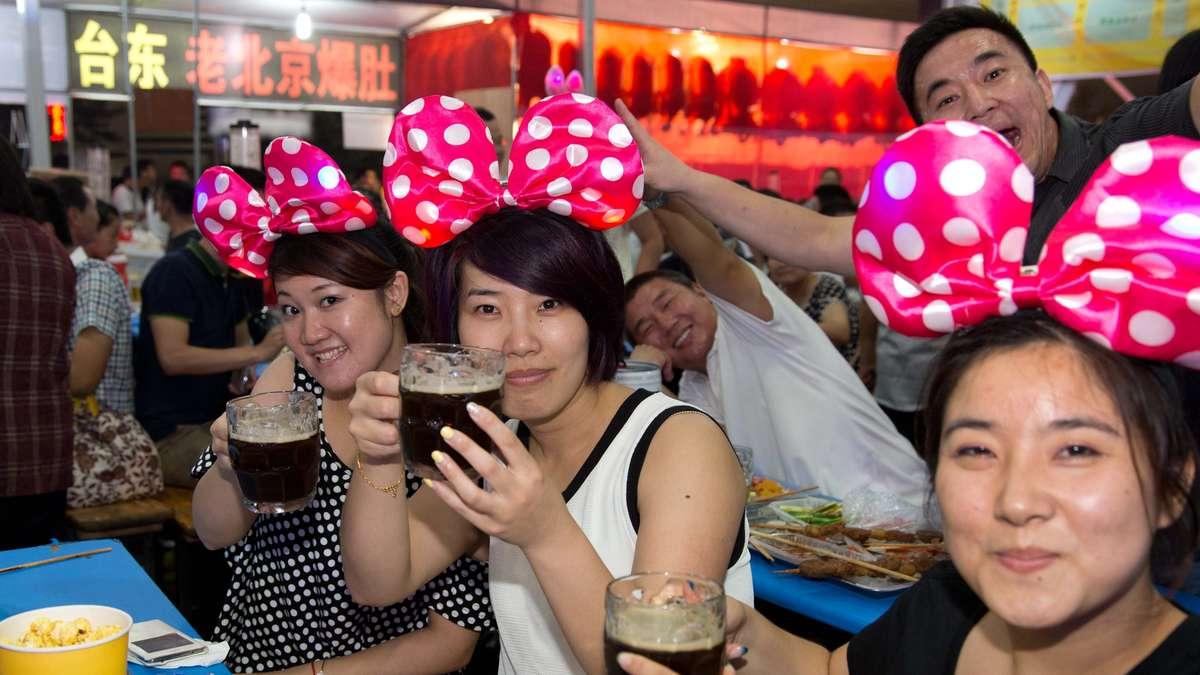 """Corona: Die WHO erwartet eine """"Pandemie zu lange"""" - Australien verschärft die Maßnahmen, China macht einen Hammer"""