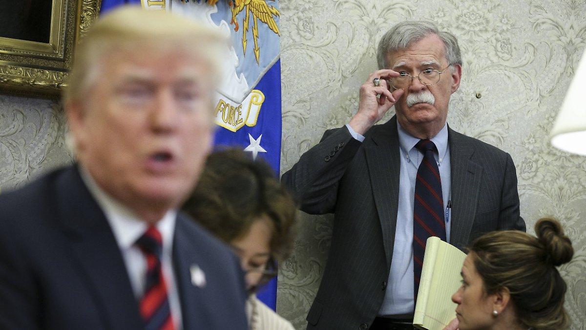 """Photo of """"Denken Sie, Deutschland hat es verdient"""": Bolton erklärt die Gründe für den Abzug der Trump-Truppen"""