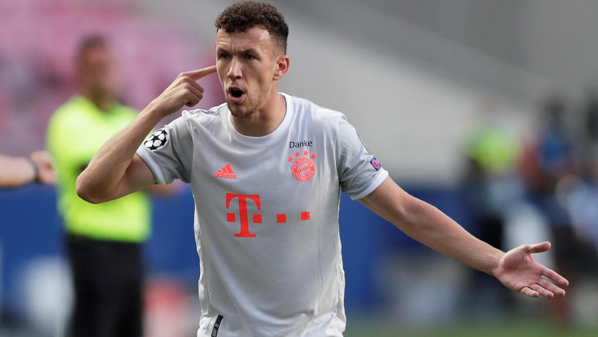 Photo of Der Absturz am Himmel macht Fußballfans wütend