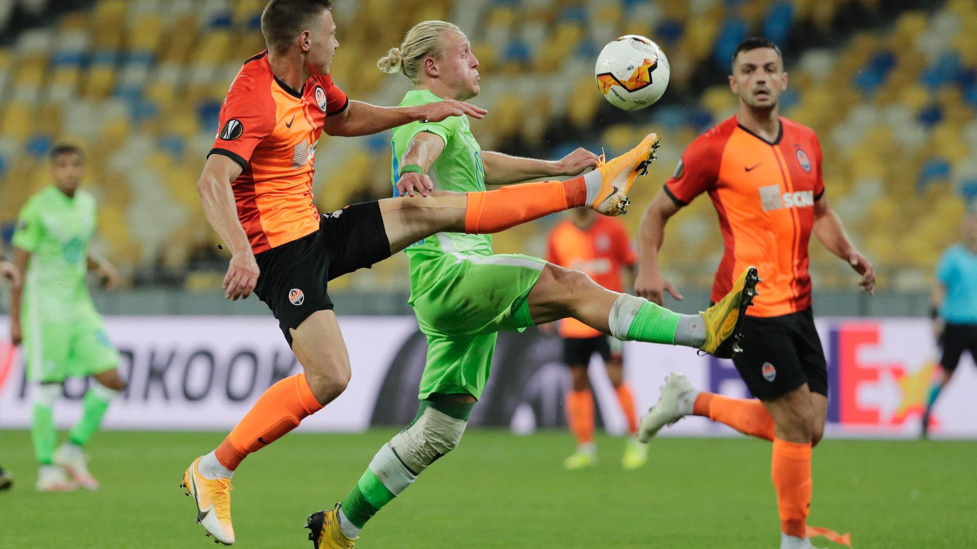 Photo of Der VfL Wolfsburg verliert deutlich gegen Donezk und fällt aus