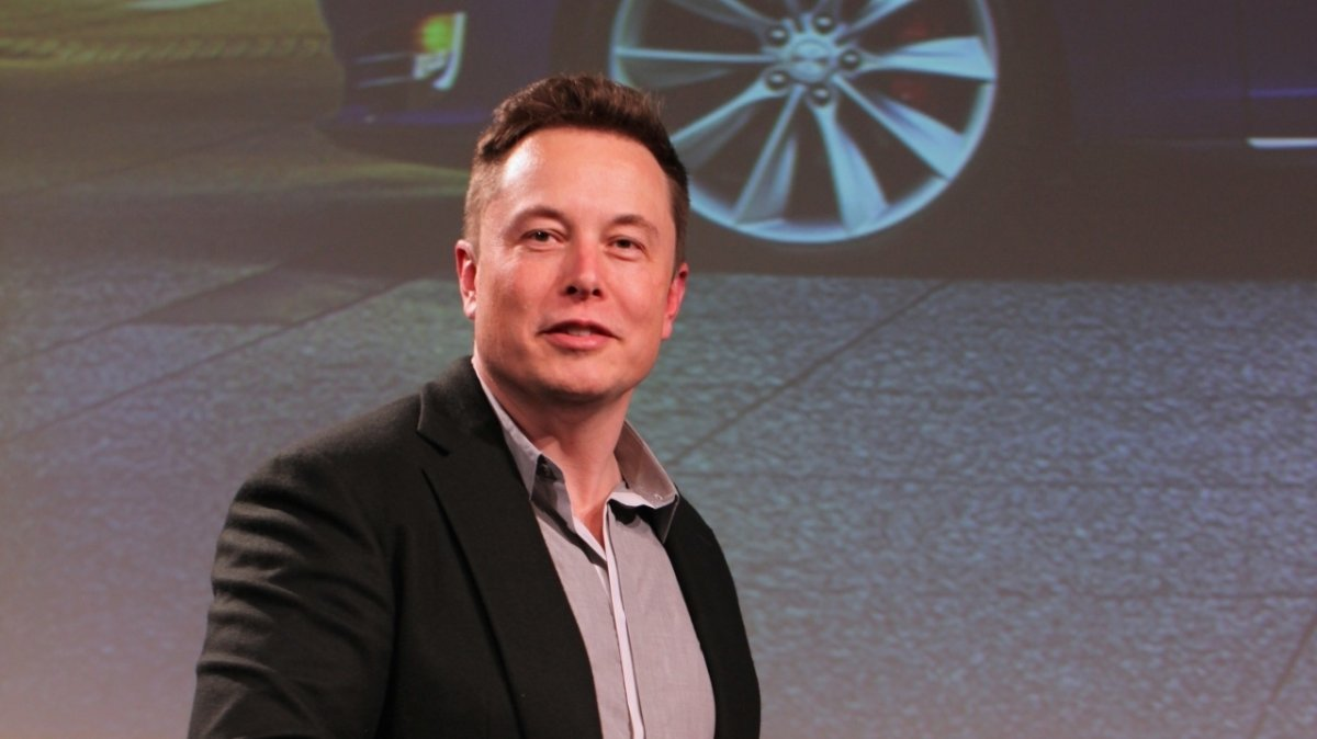 "Photo of Elon Musk kritisiert Tesla Assistant Driver ""Autopilot"" als ""Idiot"""