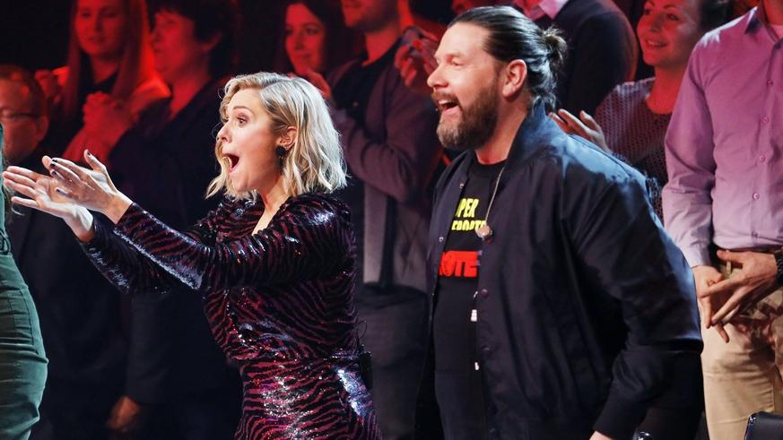 """Photo of In der neuen Staffel von """"Masked Singer"""" auf ProSieben waren bekannte Jurys vertreten"""