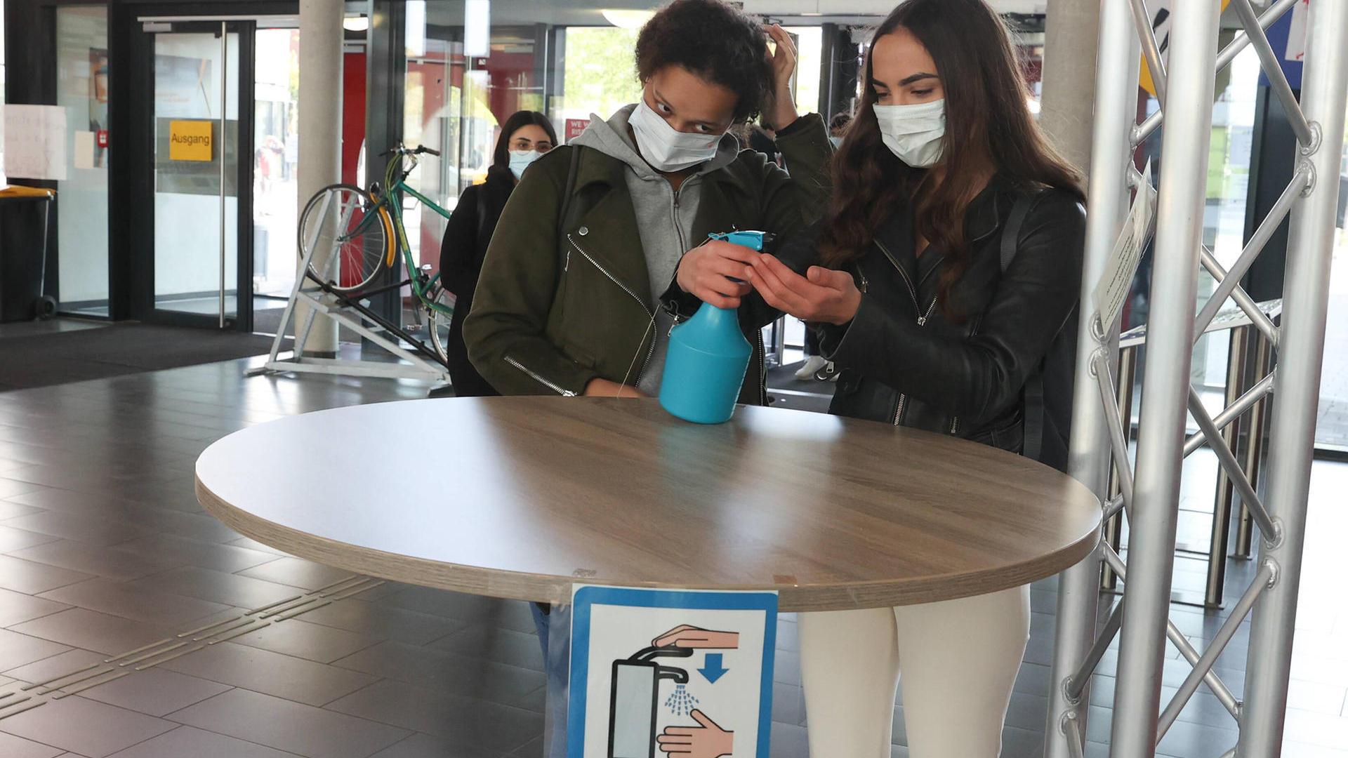 Masken sind auch in Düsseldorf / NRW erforderlich