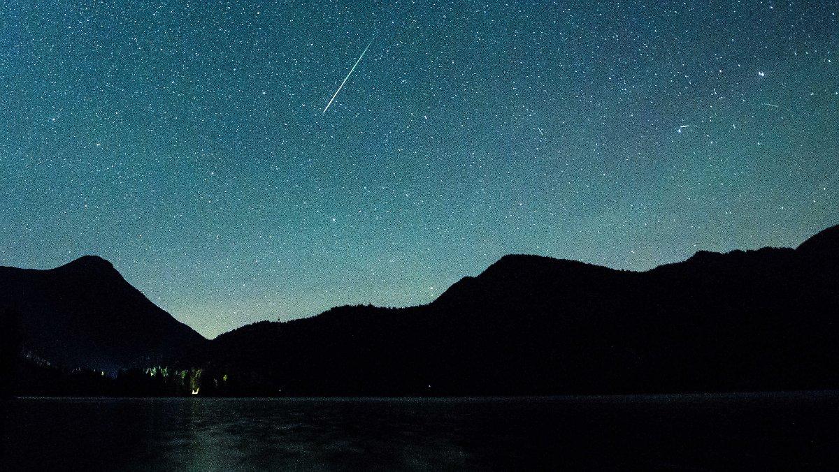 Schnelle Läufer am Nachthimmel: Perseiden bringen Meteorfeuerwerk