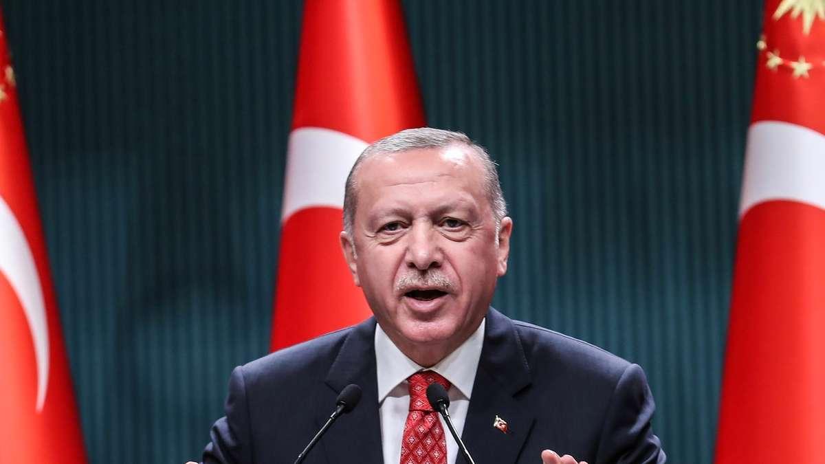 Photo of Türkei-Krise: Lira auf Rekordtief!  Der Experte hat eine düstere Prognose und sieht nur einen Ausweg für Erdogan