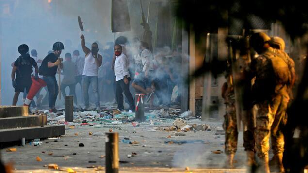 Photo of Unruhen nach der Katastrophe in Beirut: Erstes libanesisches Regierungsmitglied tritt zurück – Wirtschaft