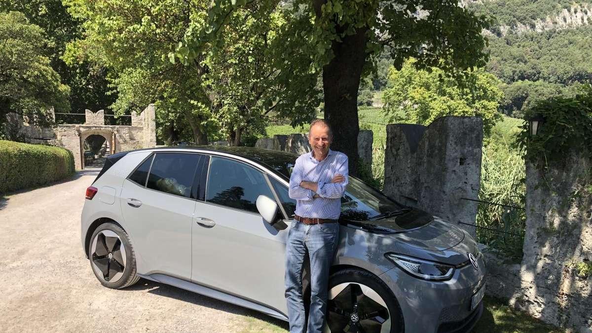 """Photo of VW: Chef Herbert Diess fährt im Urlaub in Italien ein Elektroauto: Nutzer sprechen sogar von """"Witzen"""""""